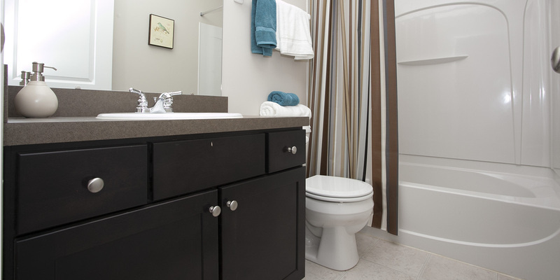 Bentley III Townhome Guest Bathroom | The Mill at Georgetown Apartments in Kentucky